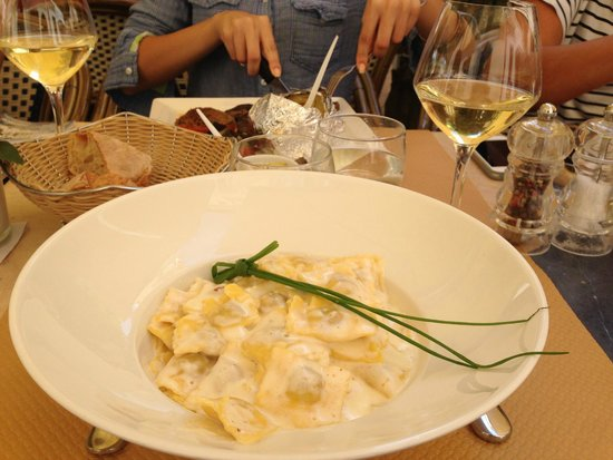 EXPRESS Restaurant Bar : Ravioli with white wine