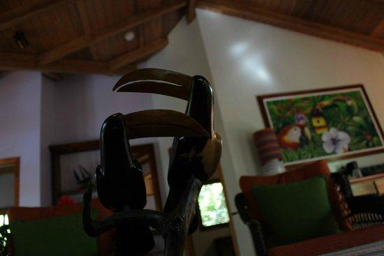 Hamanasi Adventure and Dive Resort: Living Room