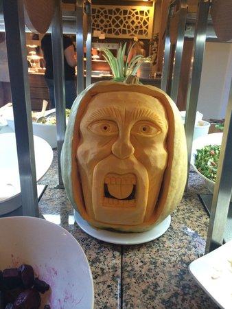 Julian Club Hotel: Amazing Fruit carvings