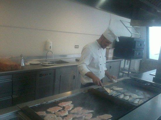 Hotel Roc Golf Trinidad: Cocina en vivo