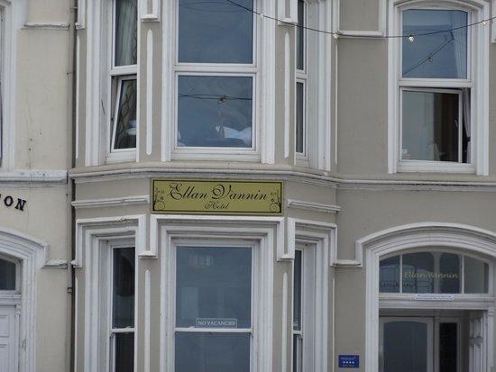 Ellan Vannin Metro Hotel: Hotel from the outside