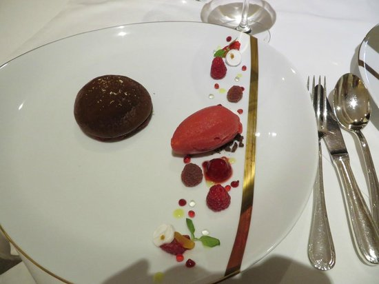 La Vague d'Or : mind-bendlingly good chocolate desert