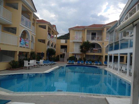 Filoxenia Hotel: Pool 1 next to the bar