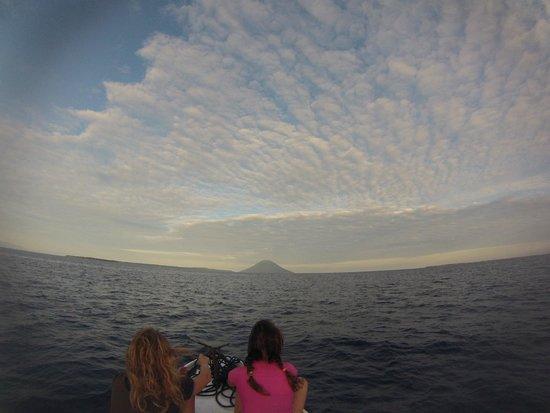 Bobocha Cottages Siladen: The sunrise..waiting for dolphins!