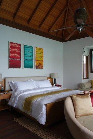 Anantara VeliMaldivesResort : Inside the deluxe water villa