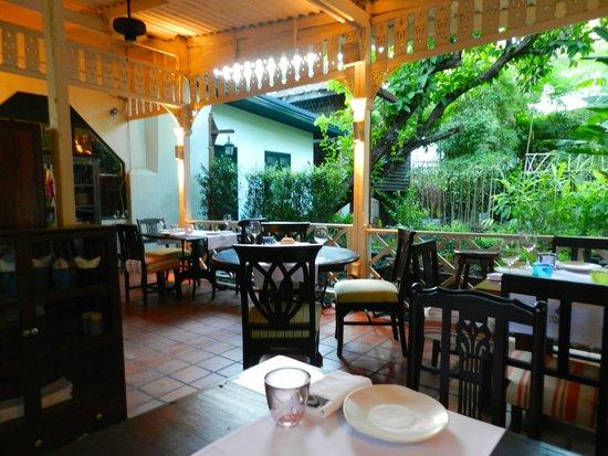 Issaya Siamese Club: Outdoor seating