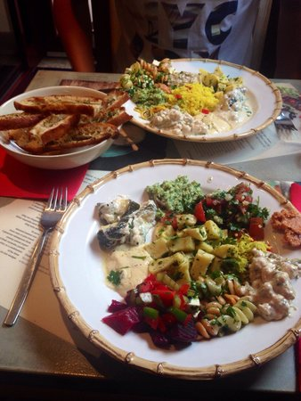 Cafe Galeria House of Wonders: The best vegetarian cold buffet we ever had!