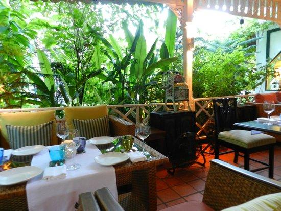 Issaya Siamese Club: Tropical atmosphere