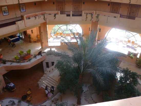 Chich Khan hotel : View of the foyer from the 3rd floor