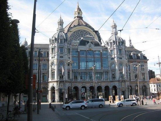 Park Inn by Radisson Antwerpen: Station looks impressive