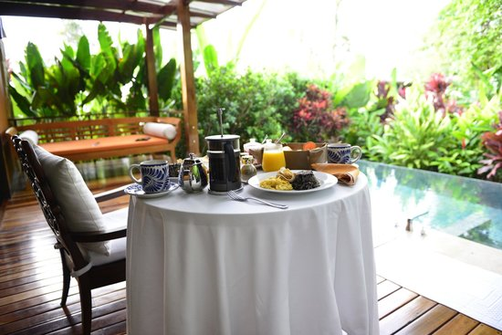 Nayara Springs: Breakfast on lanai