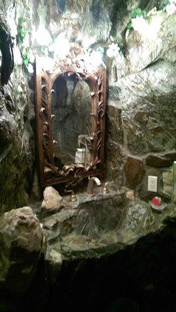 Madonna Inn : Waschraum vor dem Duschraum