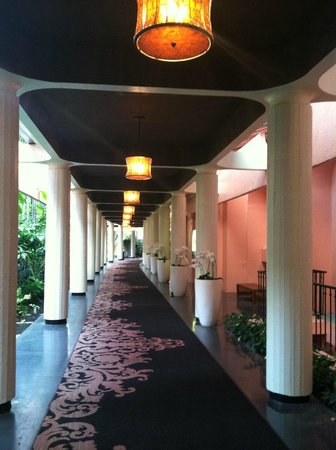 The Royal Hawaiian, a Luxury Collection Resort: Corridor of Hotel