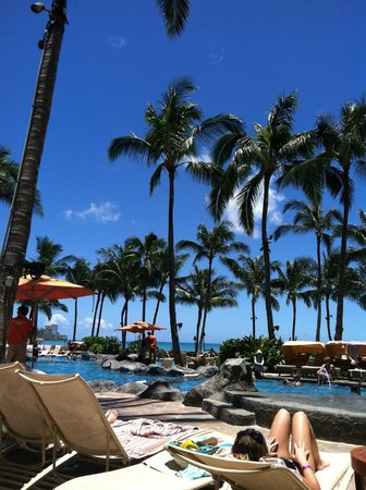 The Royal Hawaiian, a Luxury Collection Resort: Pool of the Sheraton Waikiki-Guest from Royal Hawaiian may also use