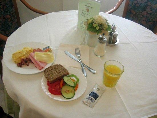 Adlon Hotel: Завтрак