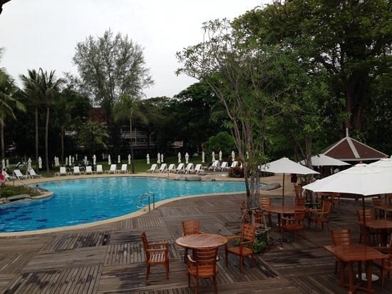 Centara Grand Beach Resort & Villas Hua Hin: One of the two pools