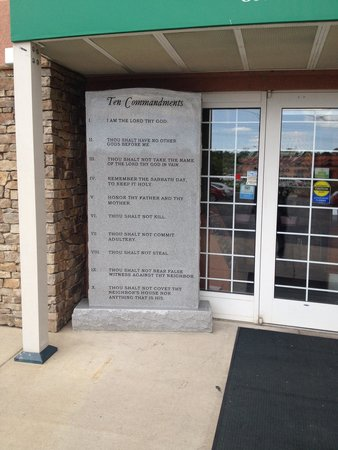MCM Elegante Suites: A slate with the 10 Commandments at the entrance.... Kids don't bring your Prom dates here!