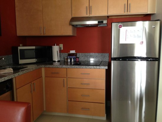 Residence Inn Mystic Groton: Full Kitchen