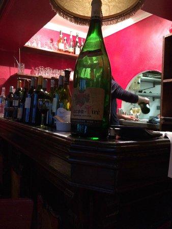 Chez Toinette: Bar area