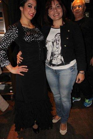 Cardamomo Tablao Flamenco : Eu e a Dançarina fazendo pose para foto.....