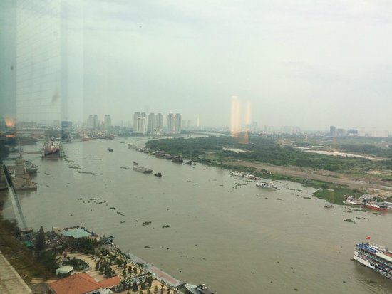 Renaissance Riverside Hotel Saigon : The view from the executive lounge