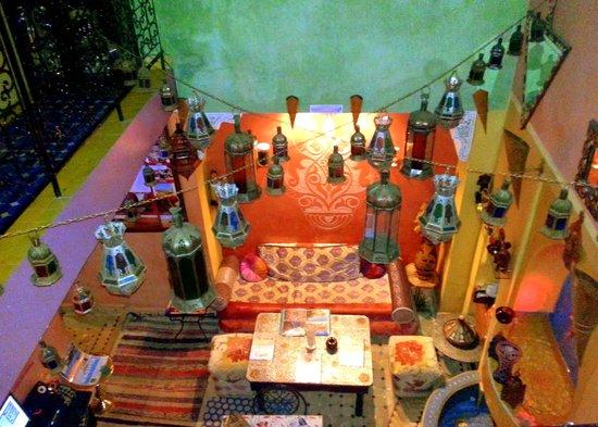 Riad Layla Rouge: Comfy courtyard. Comfy sofas. Delicious Tea