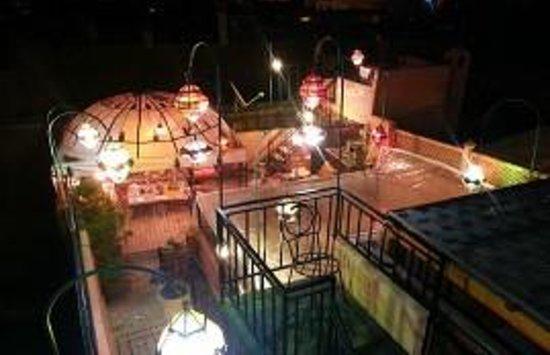Riad Layla Rouge : Nighttime Terrace lights