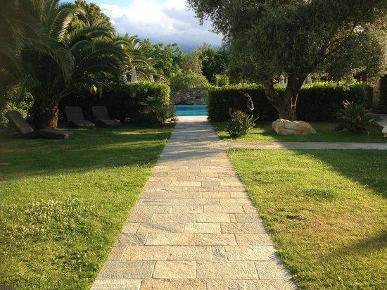 La Dimora : path to pool