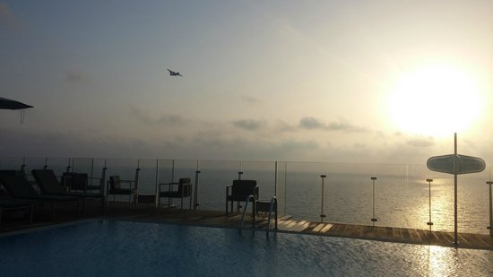 Carlton Tel Aviv: sunset view from the pool on the 15th floor