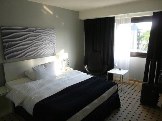 Radisson Blu Scandinavia Hotel, Dusseldorf: ROOM