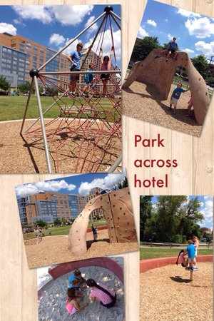 Residence Inn Arlington Ballston : Park across from hotel