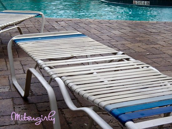 SpringHill Suites Fort Lauderdale Airport & Cruise Port : worn louners at pool