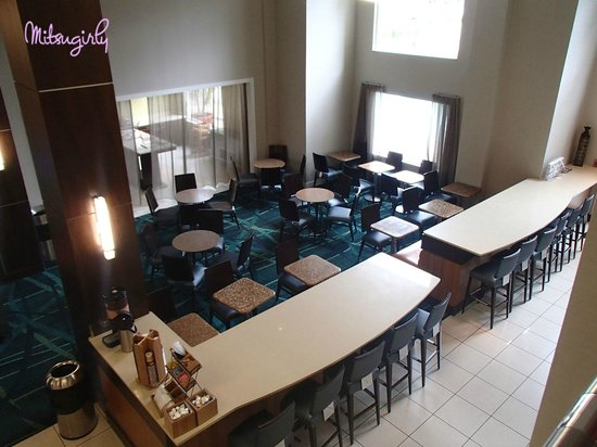 SpringHill Suites Fort Lauderdale Airport & Cruise Port : lobby dinning area