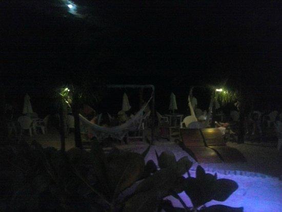 Resort La Torre: Noite na praia.