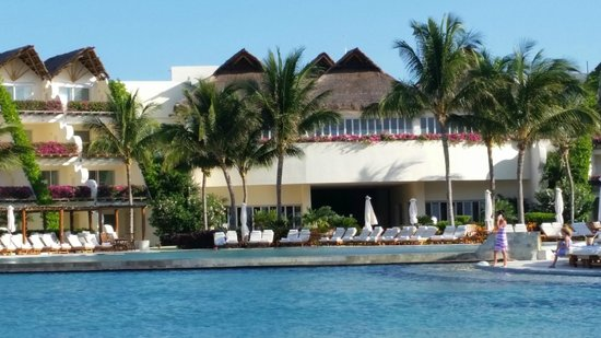 Grand Velas Riviera Maya: Pool area