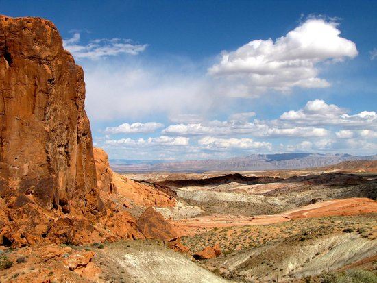 Red Rock Canyon National Conservation Area: Beautiful views every way you look