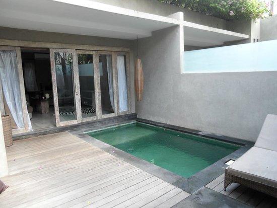 Blue Karma Hotel: Villa outside