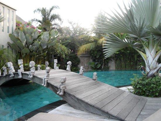 Blue Karma Hotel: Pool
