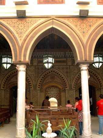 Viejo Cairo (Coptic Cairo): The beautiful craftsmanship on the walls...