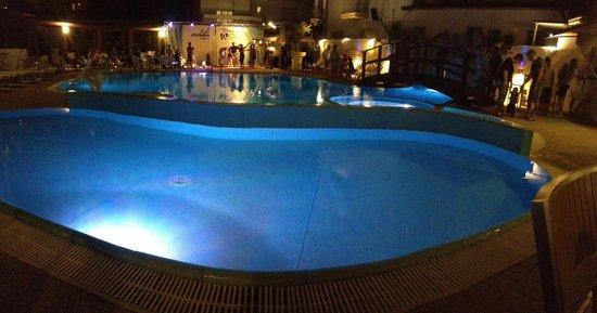 Club Hotel Angelini : Piscina notturna bellissima