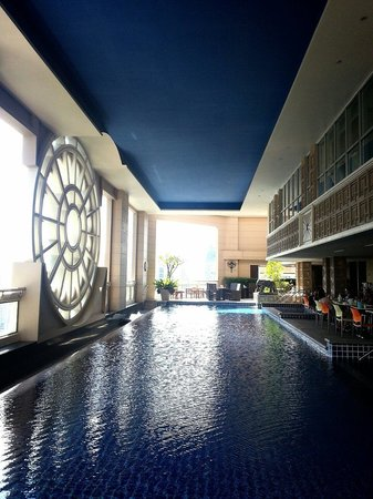 Mayfair, Bangkok - Marriott Executive Apartments : Breakfast at Poolside