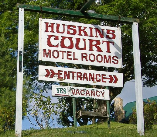 Huskins Court and Cottages: The front sign