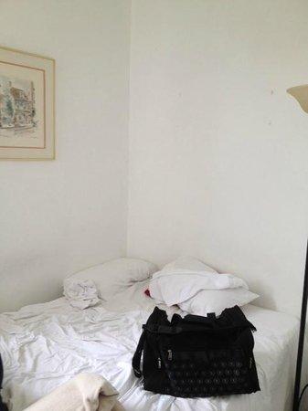 Society Hill Hotel : The bare dusty walls