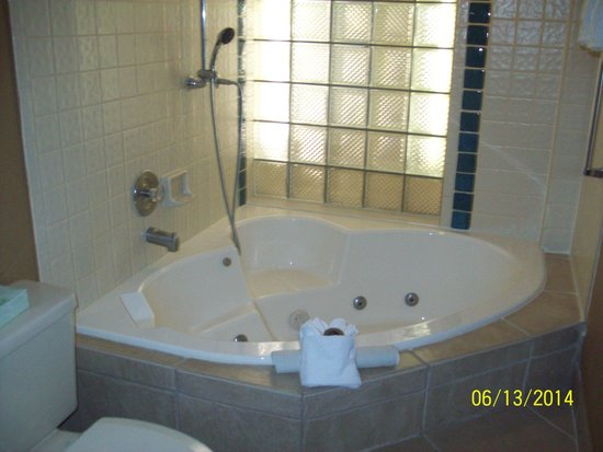Legacy Vacation Resorts: No stand up shower/regular tub