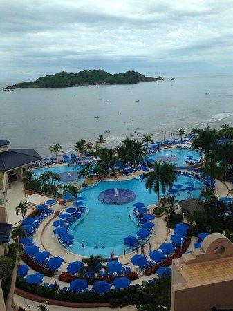 Azul Ixtapa Beach Resort & Convention Center: Zona de Alberca