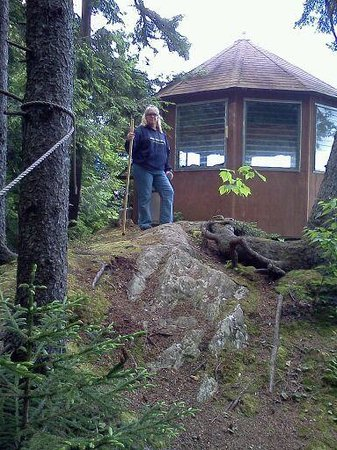 Moose Meadow Lodge: To the trees