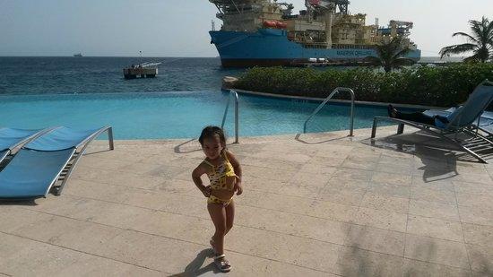 Renaissance Curacao Resort & Casino: Cuando hay crucero la vista es aun mas hermosa