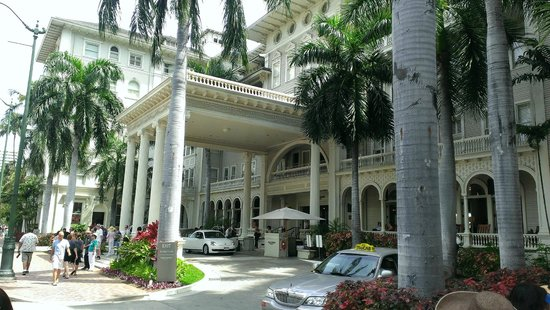 Moana Surfrider, A Westin Resort & Spa: Entrance