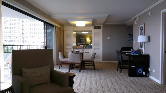Moana Surfrider, A Westin Resort & Spa: Living room