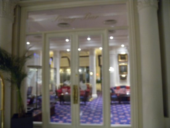 Hotel de Londres y de Inglaterra: Bar and dinning